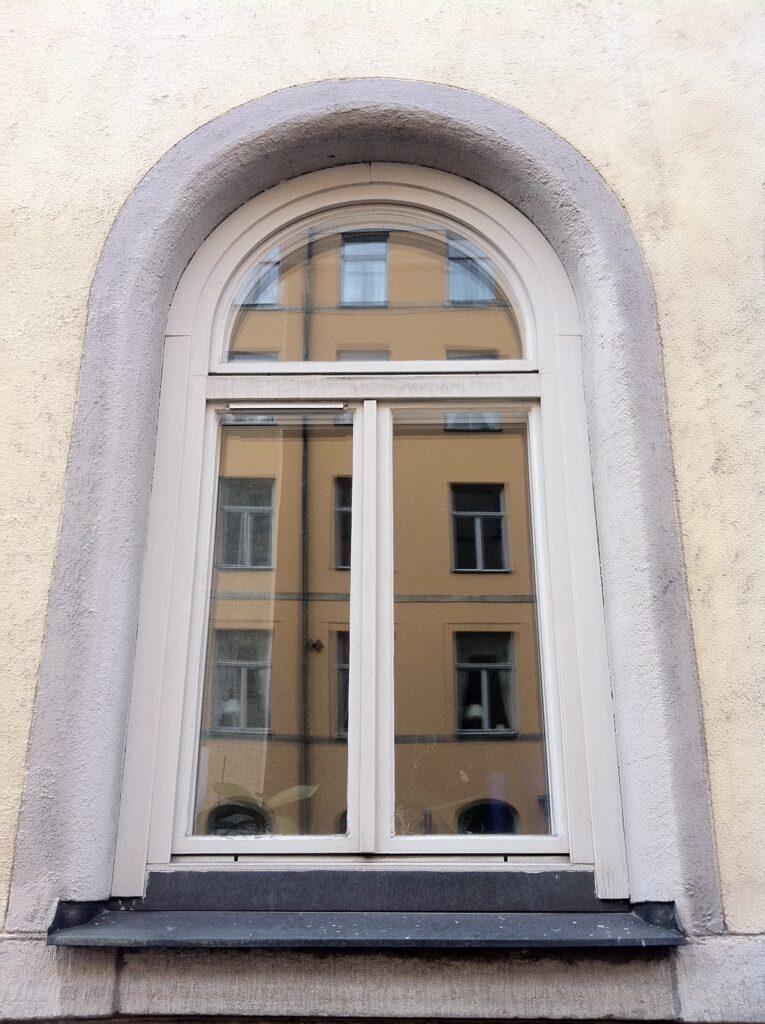 Nya fönster har ofta klumpigare karm och bågar.